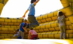 Foto springkasteel geel
